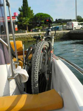 Mein Radl auf dem Wassertaxi