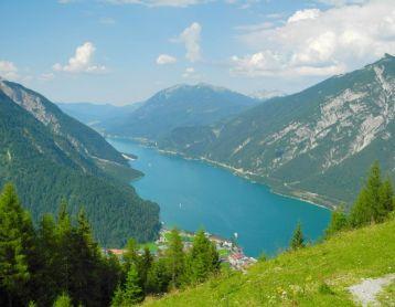 Mit der Seilbahn den Berg erklommen :-)