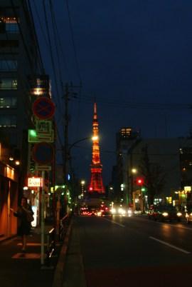 六本木から見た、東京タワー。この風景を通勤中に見る事が出来るのは、あと数日なのです。思えば、結構凄いルートだったなぁと。
