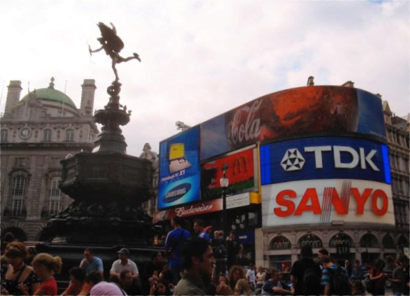 2006年7月当時のピカデリーサーカスの写真。まだ、SANYOが強くてこんなとこに広告を。