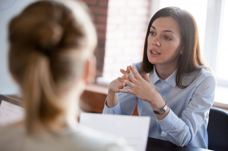 Käskeminen tai neuvominen ei aina ole paras tapa työelämässä