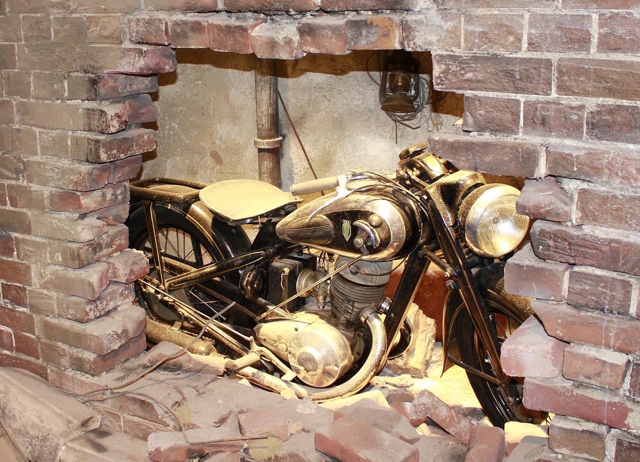 vintage motorcycle restoration - Kiss My Gas | 510-543-4702
