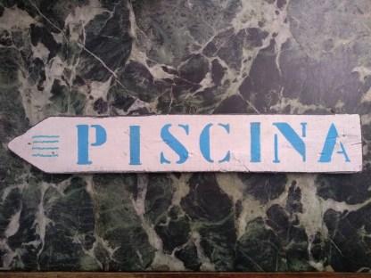 Piscina Insegna Freccia Targa Legno Reused Recycled Vintage Retrò - KMV Home Store stocKMarket