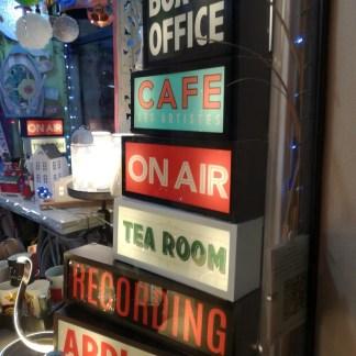 Insegna Targa Luminosa Retrò Vintage Box Office Caffè On Air Tea Room Recording Applause Metallo Vetro - KMV Home Store stocKMarket