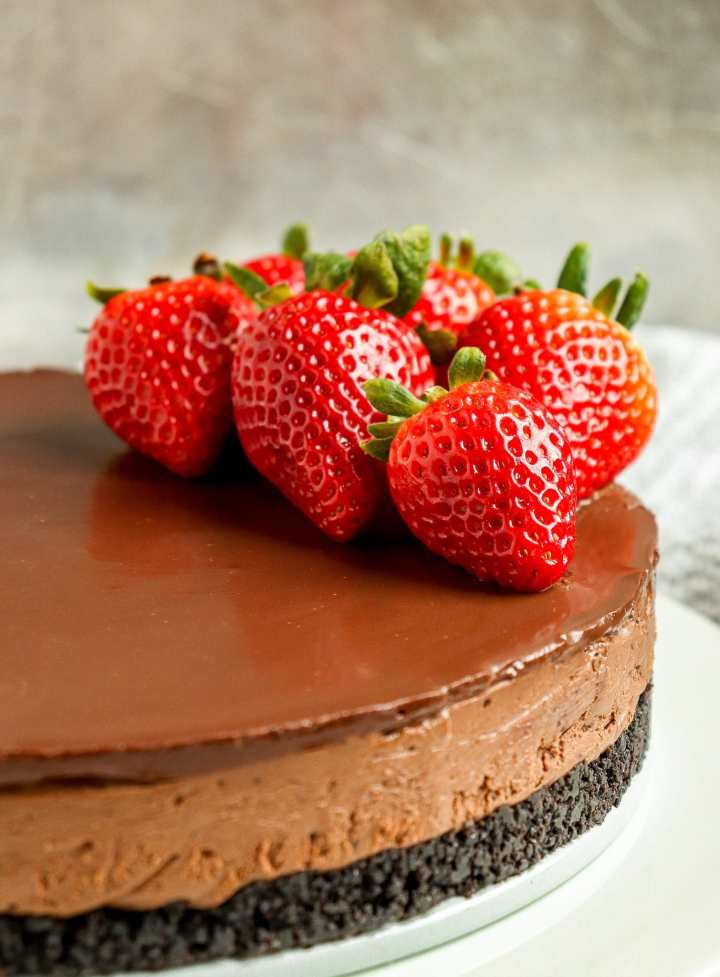 chocolate cheesecake with strawberries on top