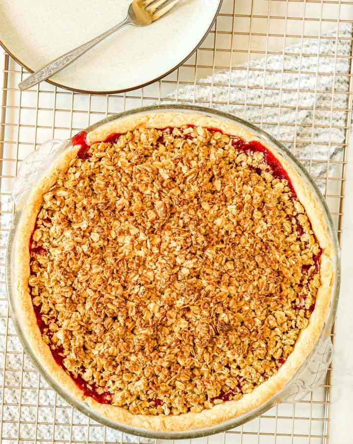 strawberry rhubarb pie topped with oatmeal crumble
