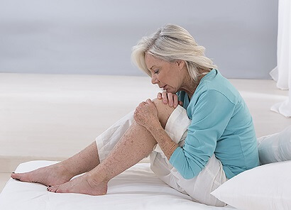 Common Knee Symptoms: Knee Pain At Night. What causes it and how to relieve nocturnal knee pain