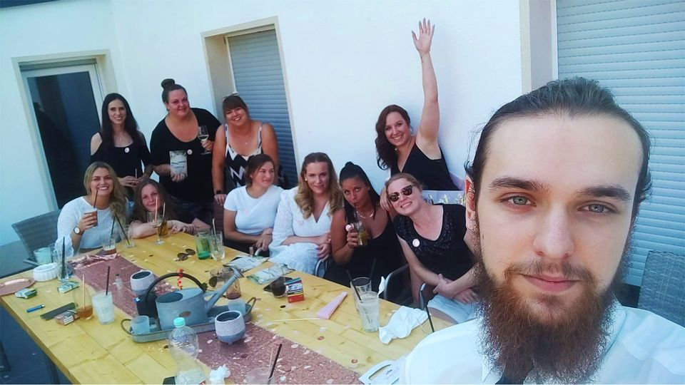 Cocktails Knepper - Cocktailkurs - Barkeeper Arthur in netter Mädelsrunde