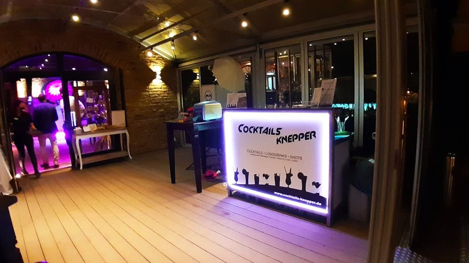 Cocktails Knepper - Mobile Cocktailbar - Fotobox - Unsere Bar bei der Hochzeit von Helena & Jan (2)