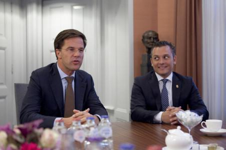 Premier Mark Rutte ontving dinsdagavond Gerrit Schotte, de nieuwe premier van Curaçao, in het Torentje in Den Haag | Foto Bart Maat