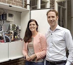 Hannah Frederiks en Christiaan Beljaars hebben een batterij die zonne-energie die overdag is gespaard, bewaart voor 's avonds