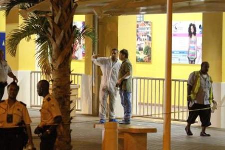 © anp.  Sporenonderzoek op de luchthaven van Curaçao. Foto ter illustratie.