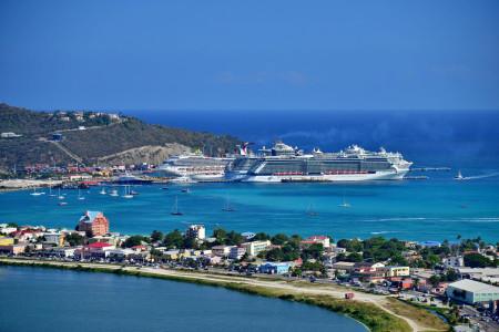 'Boven- en onderwereld op Sint Maarten niet vermengd'   Wikimedia Commons/Asksxm)