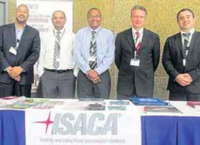 Het bestuur van Isaca Curaçao, vlnr.: Donald van Putten, Rajeev Devasia, Marco la Cruz, Cai Walters en Terren Chong.