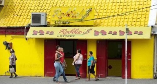 Een van de vele loterijen op Curaçao, deze staat op Otro Banda. © Guus Dubbelman/de Volkskrant
