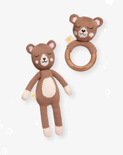Mordedor y peluche de oso artesanales