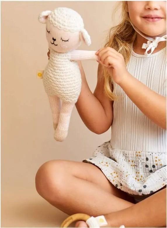 Peluche de oveja artesanal