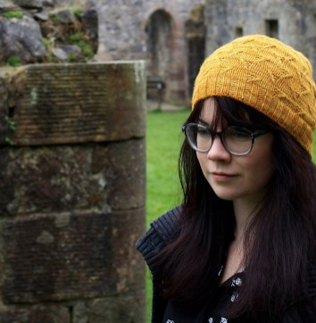 Amanda Collins in her Bulgurwheat hat. © Amanda B Collins