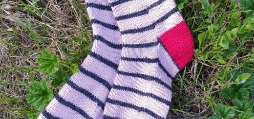 Contrasting color french heel. Striped sock.