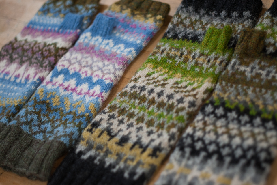 Previous #knitsonikmittsalong mitts: Magnolias and Silchester