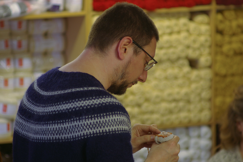Tom van Deijnen demonstrates darning