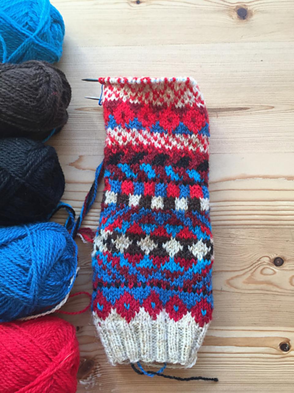KaliKnit knits mitts!