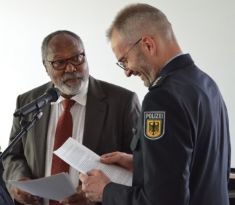 Jean Felix Belinga-Belinga (li) und Jörg Martienßen (re) - Bild: Zentrum Oekumene - Bohländer