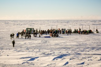 The crowd gathers for Nome-Golovin 2015