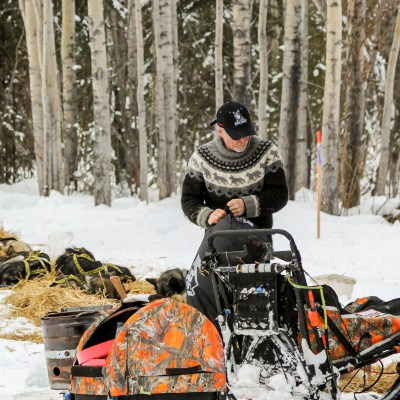 Musher attends to his team in the Ophir checkpoint