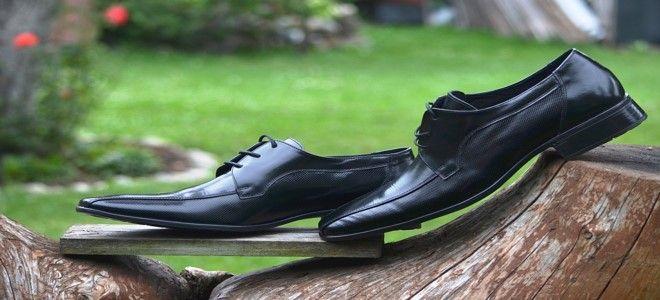 تفسير حلم الحذاء الأسود في المنام للعزباء والمتزوجة تفصيليا