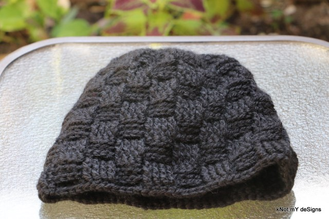 Winter / Fall Seasoned Crochet Basketweave Black Beanie Free Pattern for an adult man - kNot mY deSigns