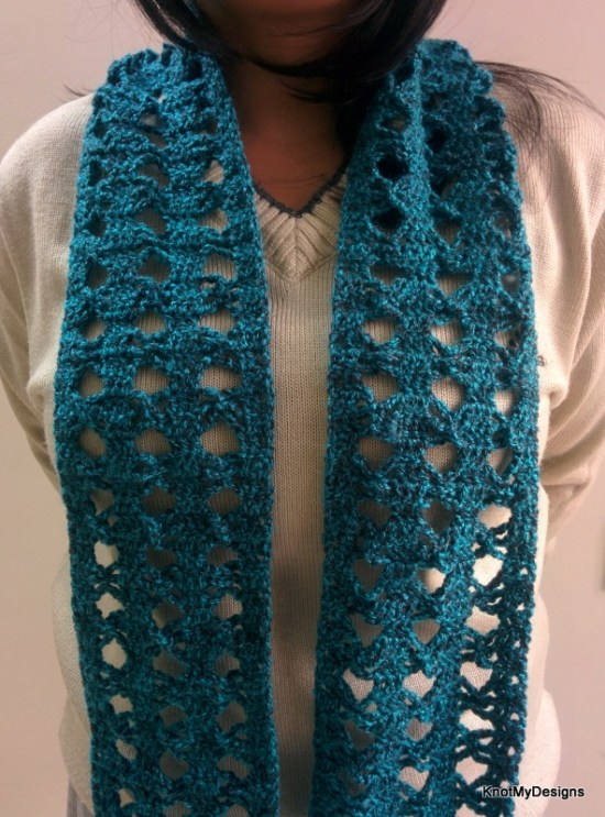 Winter/Fall Seasoned Crochet Blue-Black Angel Scarf Free Pattern for an adult woman - Knot My Designs