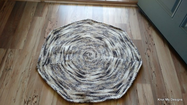 Crochet Free Septagonal Floormat Pattern with Non-Slippery base for your home - Knot My Designs