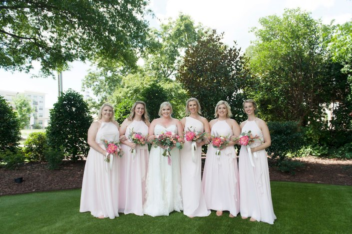 outdoor-portrait-bride-maids-bouquets