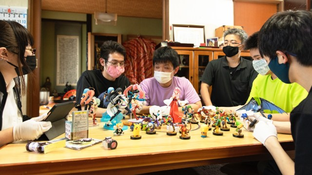 Yuuki's coworkers help with cataloguing inventory