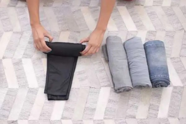 how to roll clothes