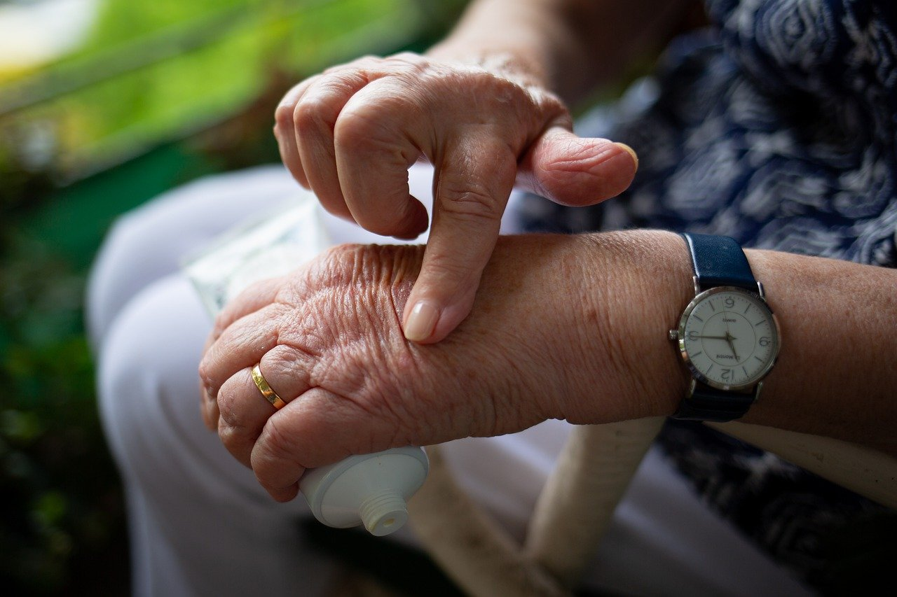 What are the causes and types of arthritis?