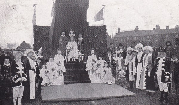 The crowning ceremony 1905