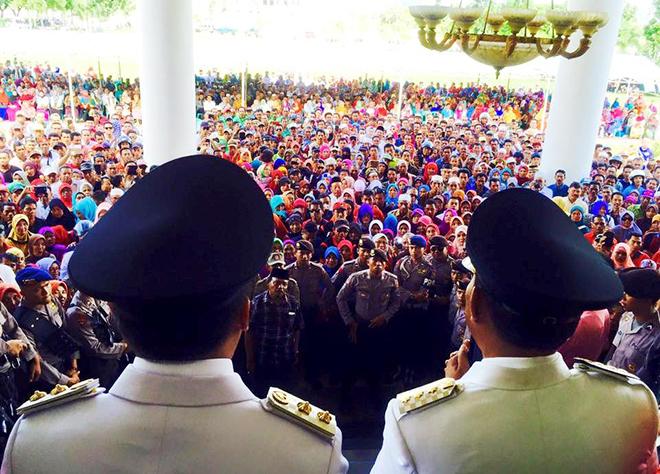 Sambut Pemimpin Baru, Ribuan Warga Padati Halaman Graha Fitrah