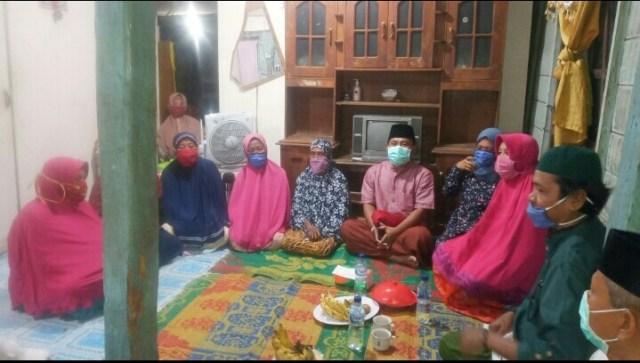 Bupati KSB di Rumah Ibu Subaidah Kec Sekongkang