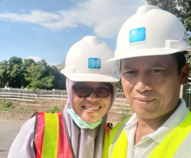 Direktur PT Dende Tanah Bulaeng dan bersama istri
