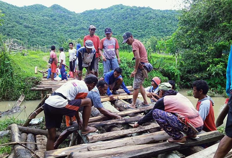 Berkali-kali Gagal Diusul di APBD KSB, Warga Desa Lampok Gotong Royong Bangun Jembatan Darurat
