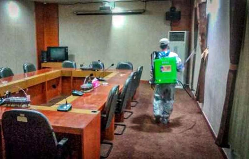Gedung DPRD NTB Disemprot Desinfektan 3 Kali Sepekan