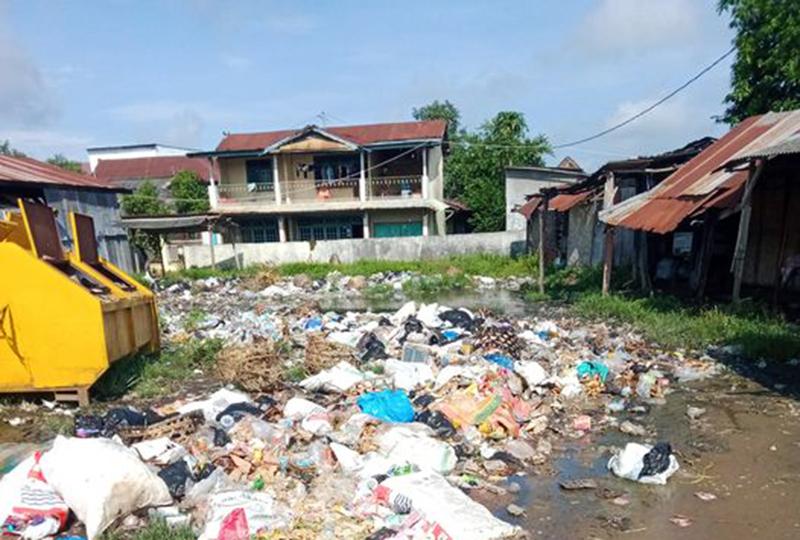 Sampah Berserakan di Pasar Langam Lopok