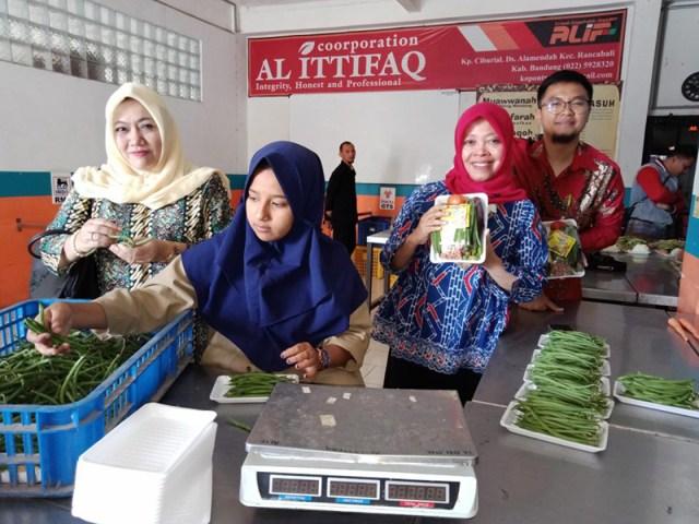 Santri Pondok Pesantren Al Ittifaq Bandung Agribisnis