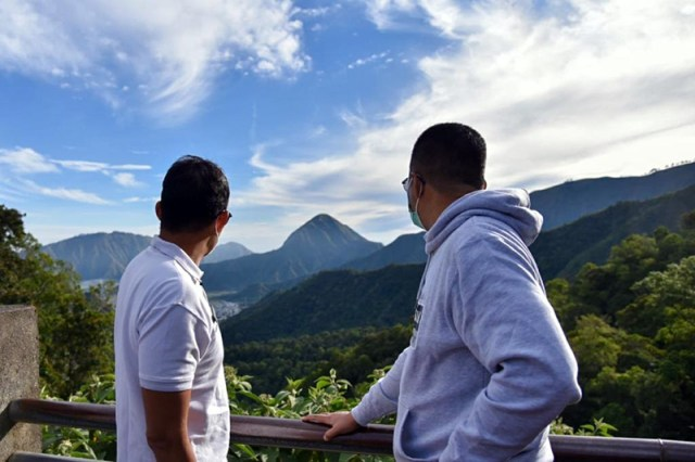 Sandiaga Uno Bersama Gubernur NTB di Puncak Sembalun Lombok Timur