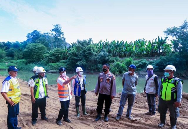 Bendungan Bintang Bano Sumbawa Barat Kepala BWS NT I Tinjau Rencana Lokasi Penguatan Tebing Sungai Brang Rea