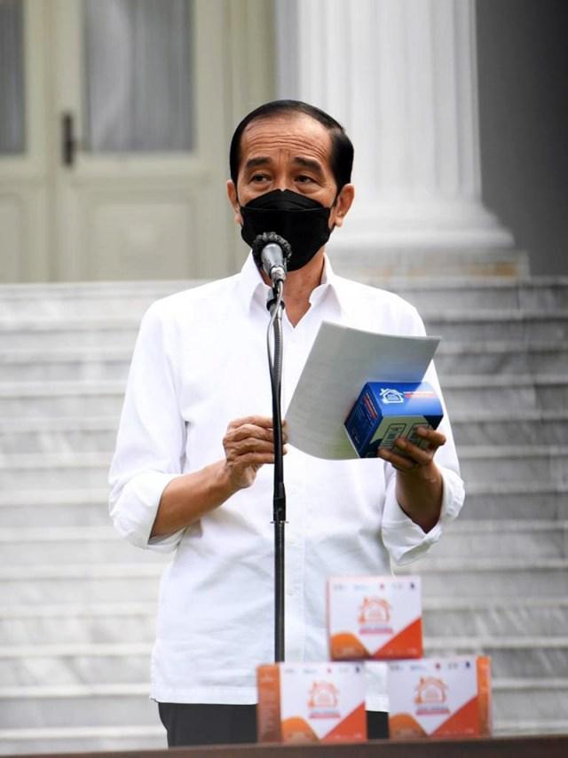 Presiden Jokowi Bagikan Vitamin dan Obat Covid 19 1