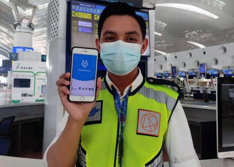 Punya Aplikasi PeduliLindungi di Telepon Genggam Jadi Syarat Mutlak Penumpang Transportasi Umum