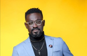 Kobby Kyei Honoured As 'Celebrity Blogger Of The Year' At Tema Entertainment Awards